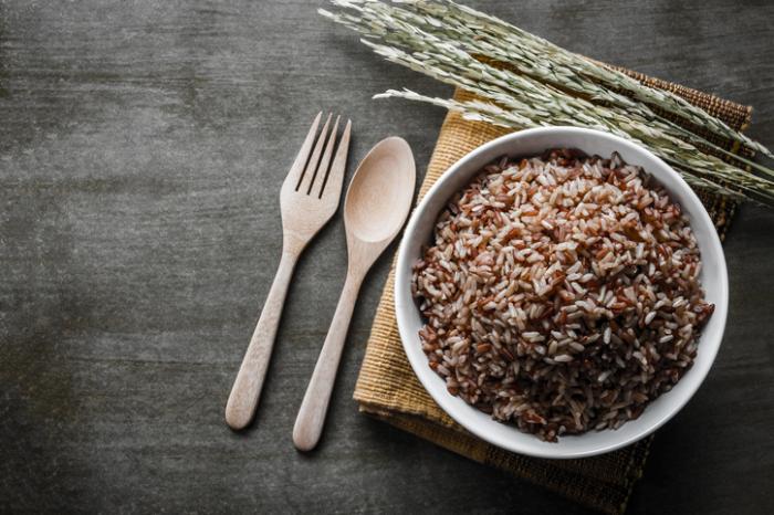 [Brauner Reis in einer Schüssel]