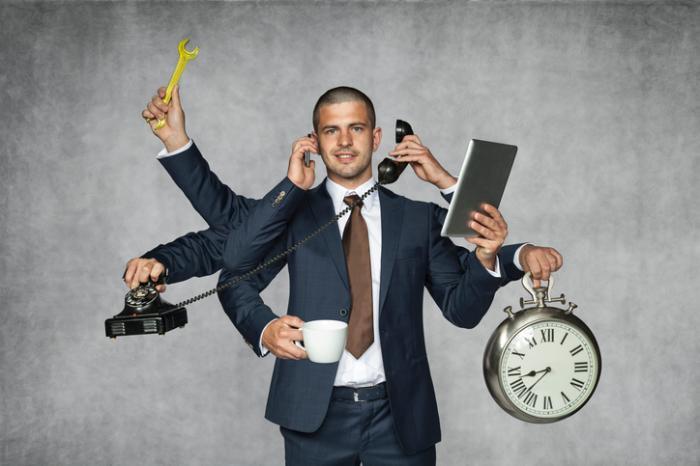 [man multitasking]