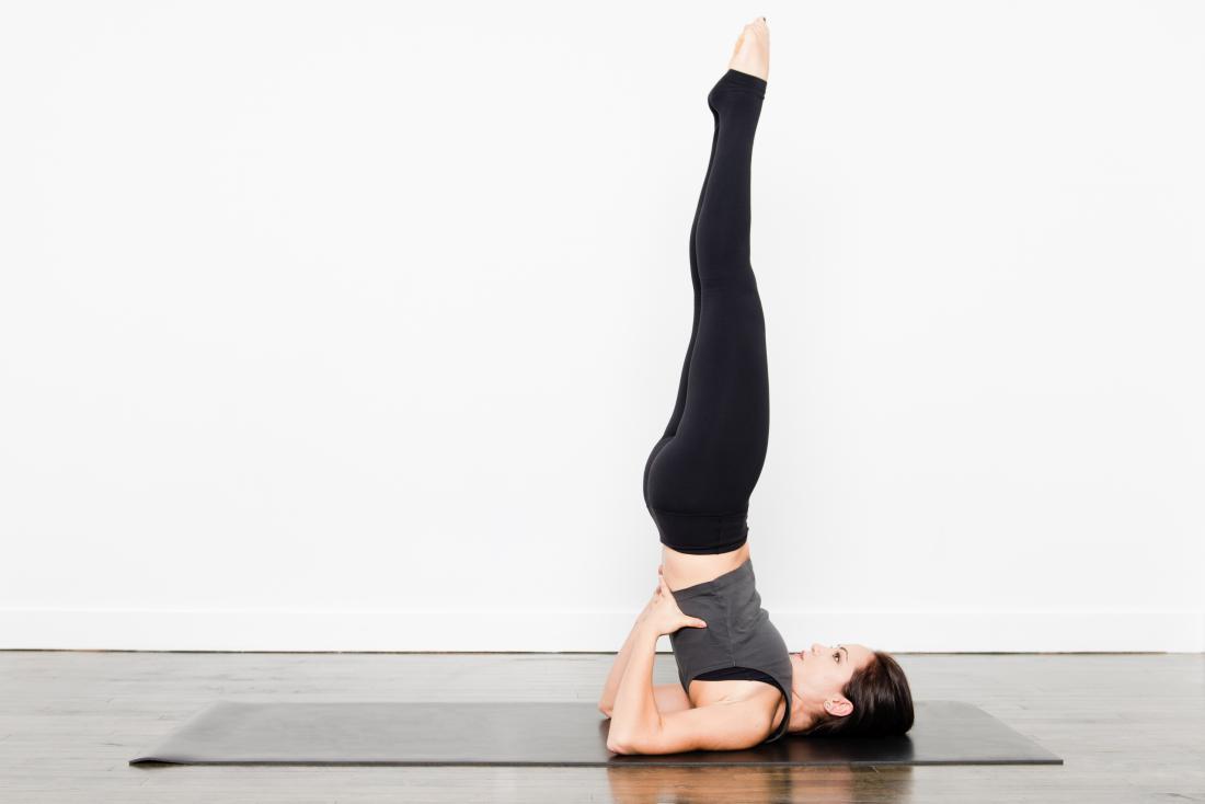 Pose de yoga support d'épaule support